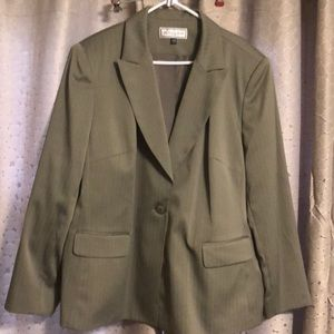 Travis Ayers Women's Suit